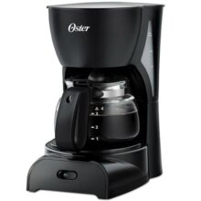 Cafetera Oster® negra de 4 tazas práctica y fácil de usar