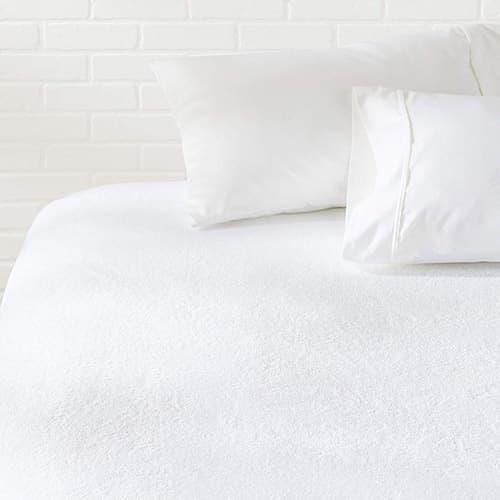Amazon Basics Protector de colchón hipoalergénico a Prueba de Agua, sin Vinilo, tamaño Queen