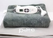 """Pure Enrichment PureRelief XXL Ultra-Wide Microplush Heating Pad with Fast-Heating Technology, Moist Heat Therapy, 6 Temperature Settings, Auto-Off Timer and Convenient Storage Bag (20"""" x 24"""")"""