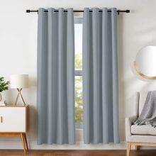 """AmazonBasics Juego de cortinas para bloqueo de luz y aislamiento térmico, con ojales y alzapaños, 106 x 213 cm (42 x 84""""), gris oscuro (2 paneles)"""