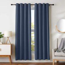 """AmazonBasics Juego de cortinas para bloqueo de luz y aislamiento térmico, con ojales y alzapaños, 106 x 213 cm (42 x 84""""), azul marino (2 paneles)"""